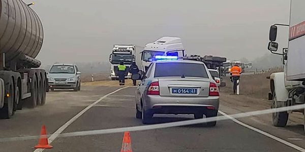 На Кубани водитель КамАЗа погиб после столкновения с грузовиком