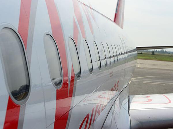 СМИ: самолет из Москвы в Сочи задержали из-за отказа пассажирки надеть маску