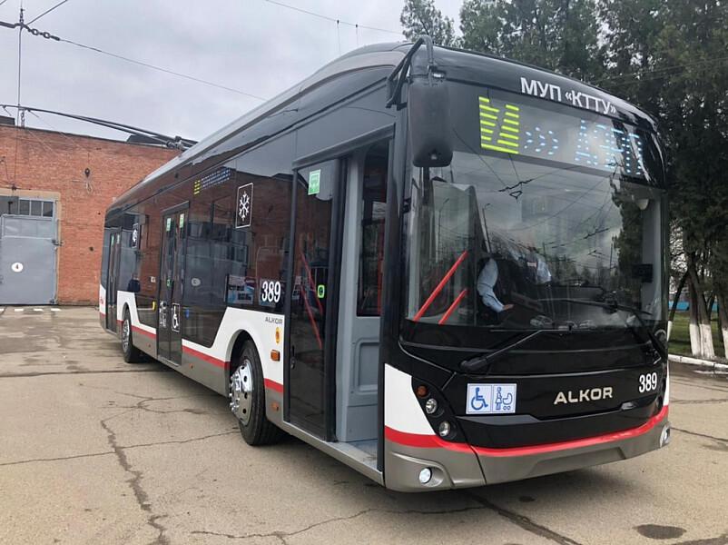 В Краснодаре собрали первый троллейбус