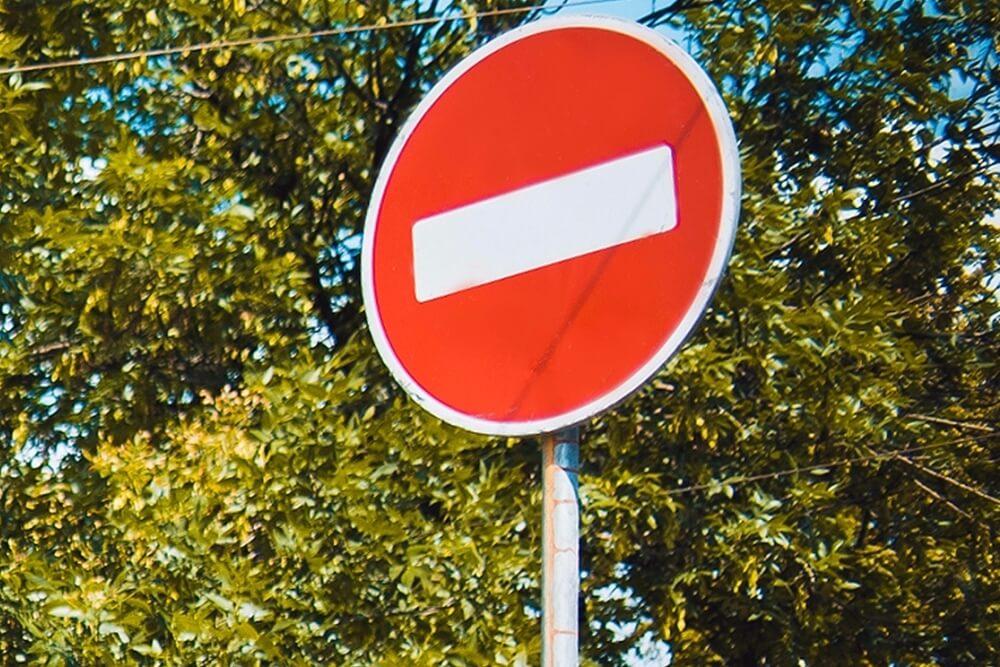 В центре Сочи на сутки ограничат движение транспорта из-за приема выпускников