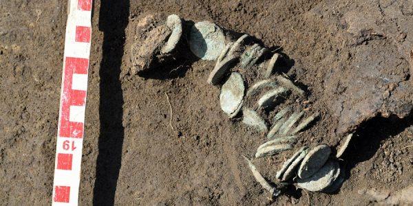 На Кубани при реконструкции дороги нашли сосуд с античными монетами