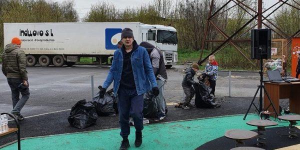 Стройкомпания АСК провела чемпионат по сбору мусора в жилом районе Новознаменски
