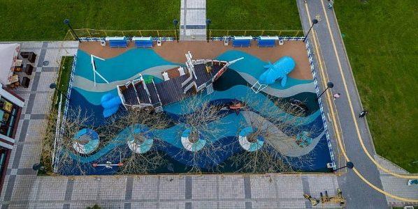 На набережной Новороссийска открыли детский игровой комплекс в виде корабля