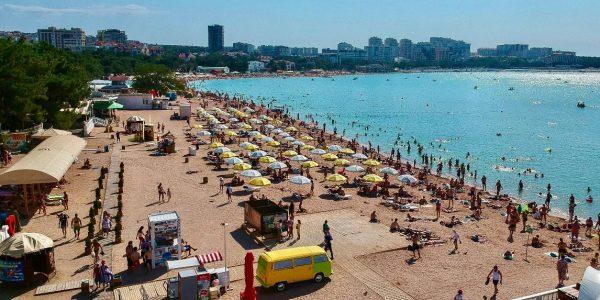 С пляжей Геленджика в этом году уберут торговые точки