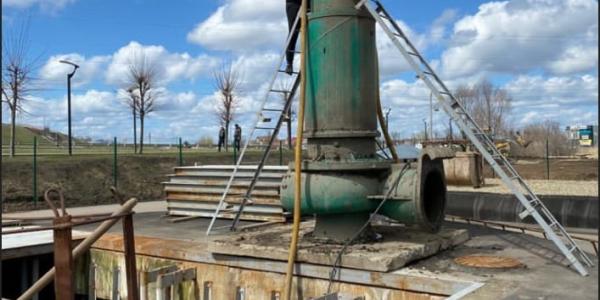 В Краснодаре начали прочистку одной из самых мощных насосных станций