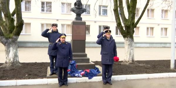 В Краснодаре открыли бюст космонавта Владимира Комарова