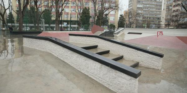 В Краснодаре в сквере Дружбы народов открылась новая площадка для скейтбординга