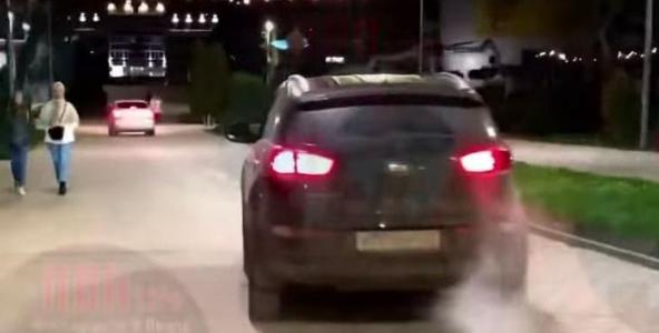 В Анапе полиция оштрафовала автохама, который чуть не сбил людей на тротуаре