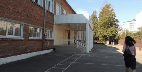 В Краснодаре собака укусила девочку около входа в школу