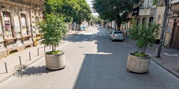 В Краснодаре с 5 мая на участке улицы Чапаева оставят одну полосу для машин