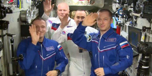 Космонавты с МКС поздравили россиян с Днем космонавтики