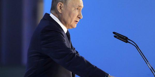 Политологи расшифровали таинственные фразы из послания Путина