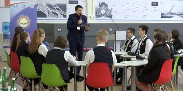 Финалисты конкурса «Учитель года Кубани» провели классный час на тему свободы