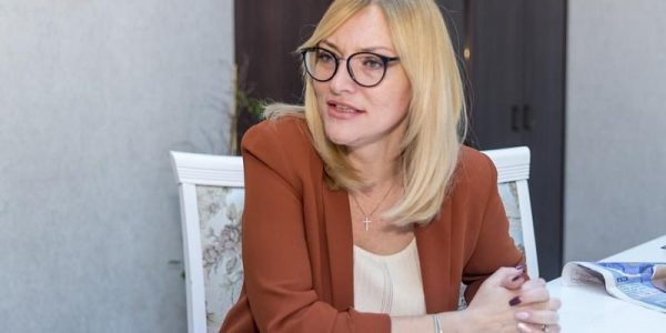 Елена Золотова