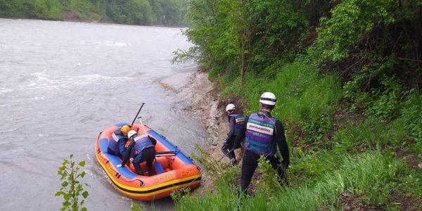 В Адыгее продолжаются поиски трех туристов, упавших в реку Белую