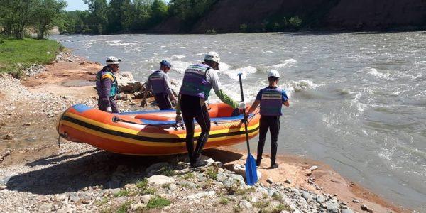 В Адыгее продолжаются поиски третьего туриста, унесенного течением реки Белой