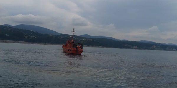 В Туапсе в море обнаружили еще одно нефтяное пятно