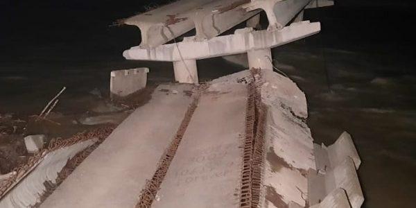 В Краснодарском крае ночью обрушился мост через горную реку