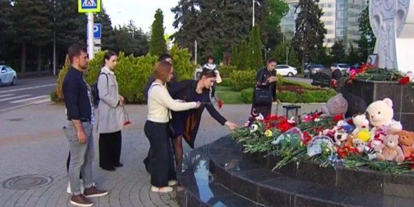 В Краснодаре почтили память жертв трагедии в казанской гимназии № 175