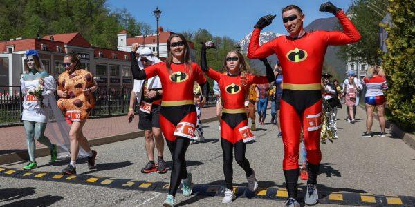 В горах Сочи состоялся забег в карнавальных костюмах ROSA CARNIVA. Фоторепортаж