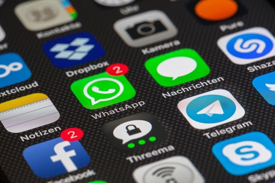 Роскомнадзор предупредил об опасности передачи личных данных через WhatsApp