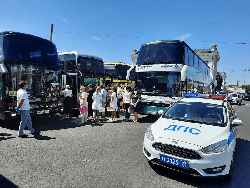 На Кубани организуют сопровождение автобусов с приехавшими на отдых детьми