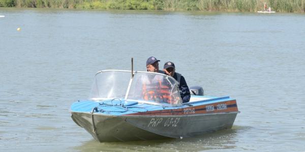 В Краснодаре спасатели в мае предотвратили купание 13 детей в опасных водоемах