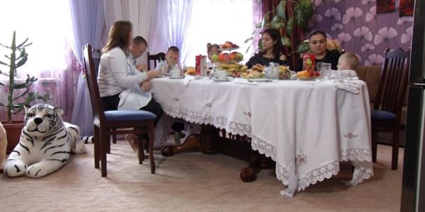 Жительница Кубани с пятью детьми взяла под опеку еще девятерых — «Факты 24»