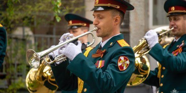 На Кубани в честь Дня Победы во дворах ветеранов проведут праздничные концерты