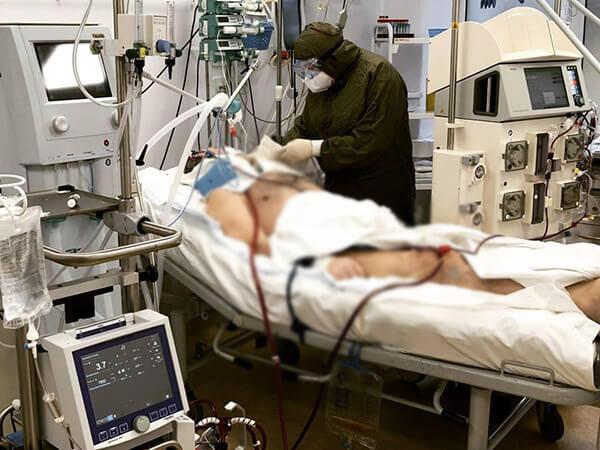 В Краснодаре спасли больного коронавирусом мужчину с 95% повреждением легких