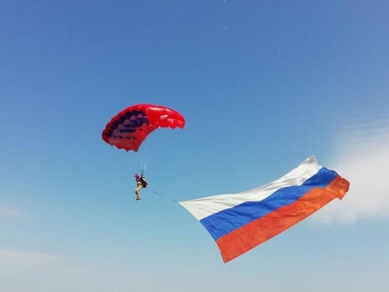 В День России над Краснодаром пролетят 10 мотопарапланов с флагами
