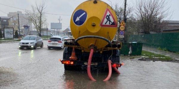 После сильного ливня в Краснодаре подтопило 6 улиц
