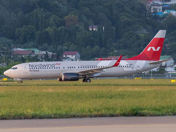 Самолет Красноярск — Сочи экстренно сел из-за сработавшего датчика пожара