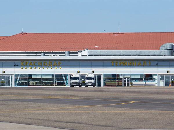 В Краснодаре совершил аварийную посадку самолет с 91 пассажиром на борту
