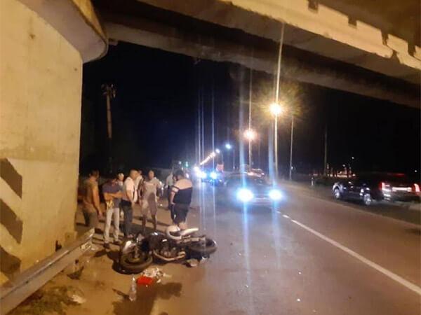 В Краснодаре в ДТП под мостом насмерть разбился мотоциклист