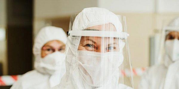 Новая реальность: как пандемия COVID-19 изменила отношение к медикам