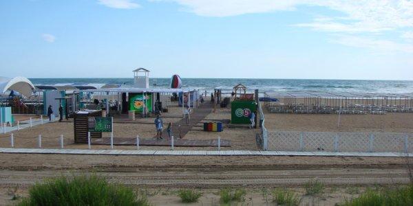 Garnier и «Пятёрочка» очистили и благоустроили пляж на Черноморском побережье