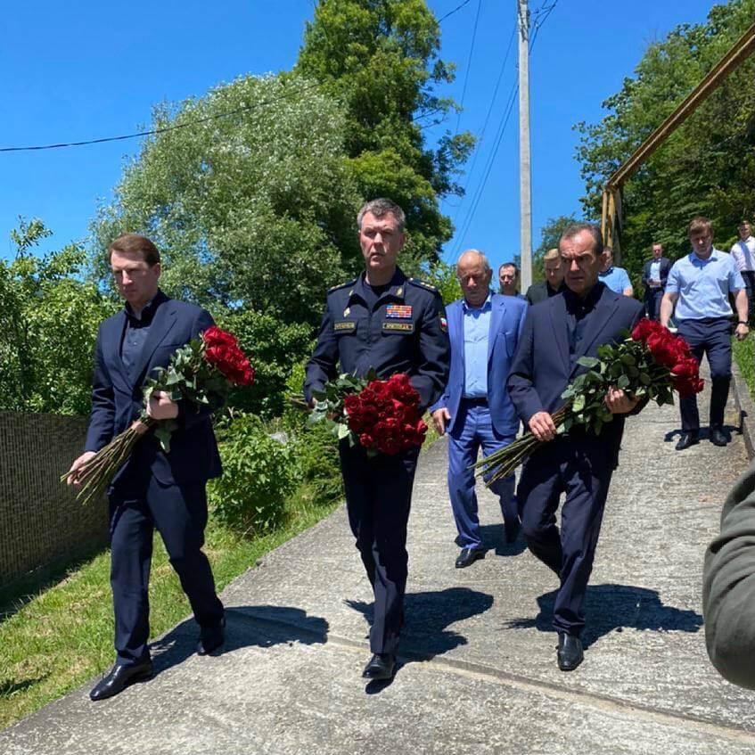 Вениамин Кондратьев встретился в Сочи с семьями погибших судебных приставов
