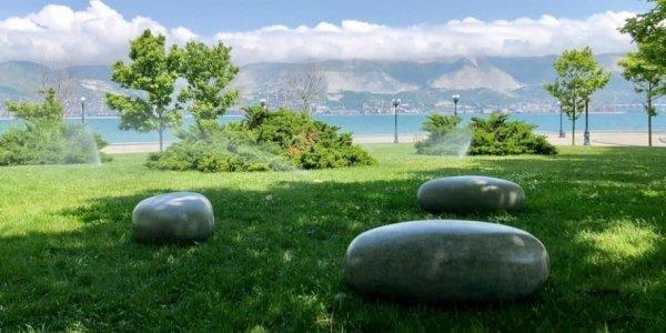 На набережной Новороссийска появились «Камни времени»