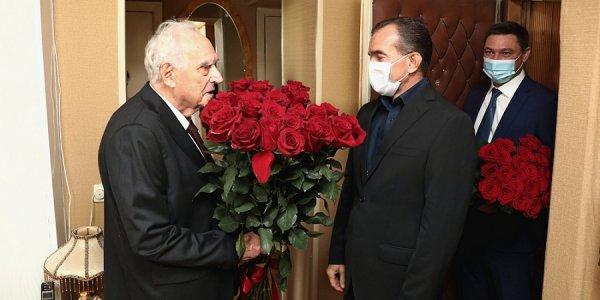 Кондратьев посетил ветерана Великой Отечественной войны — заслуженного врача РФ