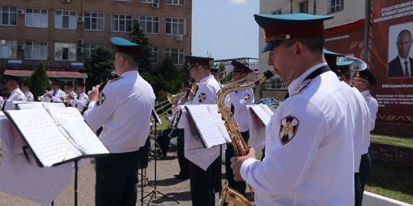 В Краснодаре ко Дню России в ГУ Росгвардии наградили ветеранов службы