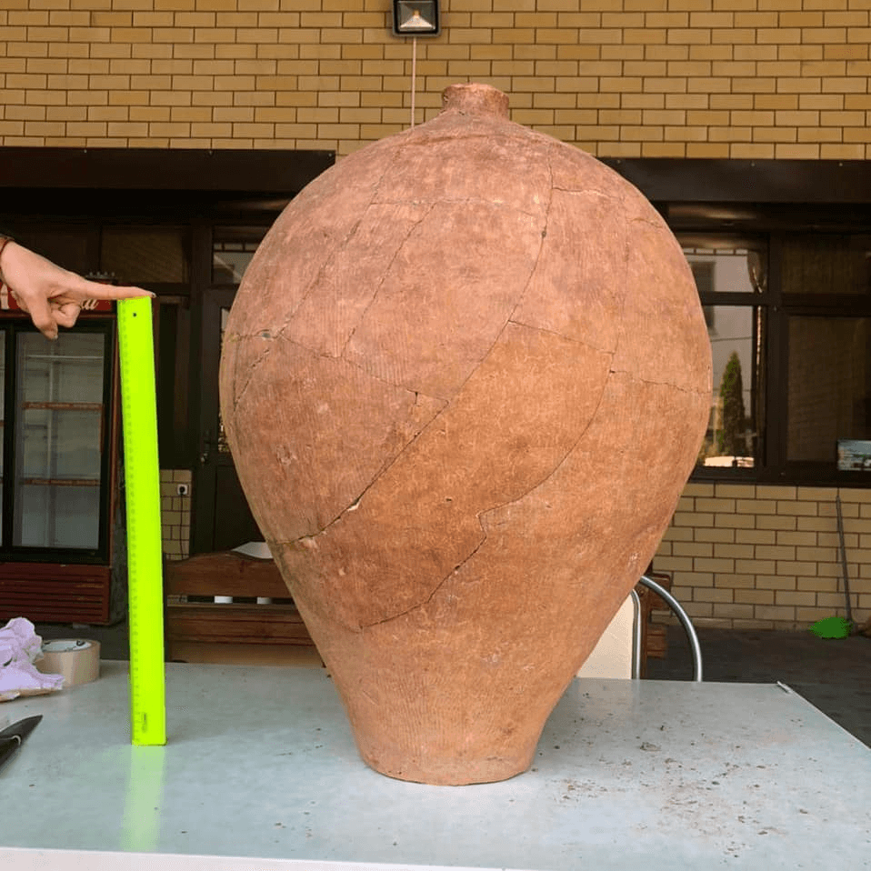 Археологи нашли под Анапой древний керамический сосуд для хранения продуктов
