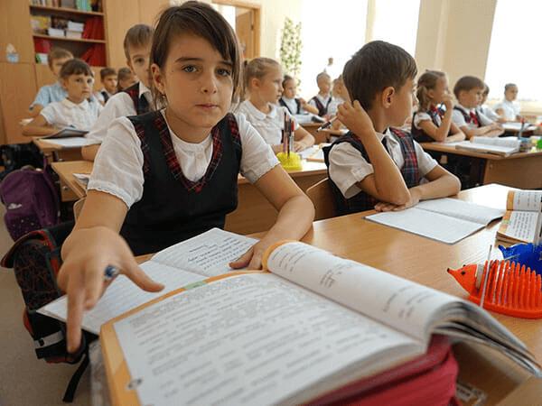 Кабмин дополнил указ о выплате в 10 тыс. рублей для родителей первоклассников