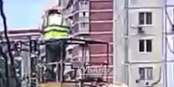 В Краснодаре при ремонте уличного фонаря погиб электрик