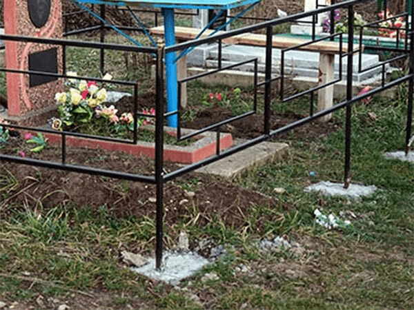 На Кубани вандалы разрушили надгробия на кладбище и сдали их части на металлолом