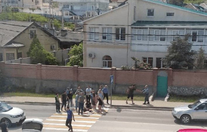 В Новороссийске КамАЗ сбил ребенка на пешеходном переходе