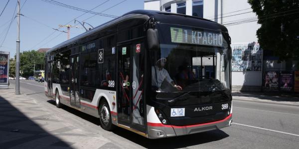 В Краснодаре на линию вышел первый троллейбус местной сборки