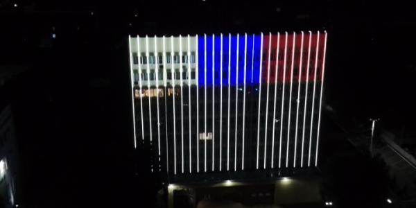 В двух городах Кубани в честь Дня России появились светящиеся триколоры