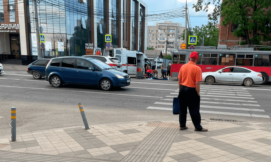 В Краснодаре иномарка сбила подростка на пешеходном переходе