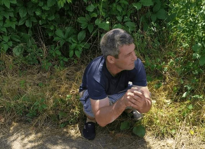 Соцсети: в Краснодаре прохожие задержали мужчину, который тащил ребенка в кусты